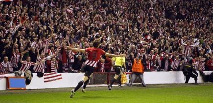 Fernando Llorente celebra el primer gol ante su afición. | EFE