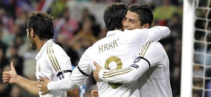 Cristiano Ronaldo (d) celebra con Kaká su primer gol. | EFE