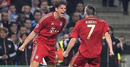 Mario Gómez y Ribery celebran el primer gol.   EFE