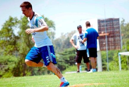 Leo Messi se ejercita en las instalaciones de la AFA en Ezeiza, cerca de Buenos Aires. | Foto: @EUDeporte