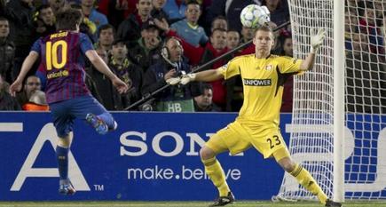Leo Messi consigue su primer gol ante el Bayer Leverkusen. | EFE