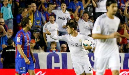 Morata (c) celebra su gol al Levante en el Ciudad de Valencia. | Cordon Press
