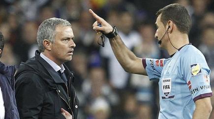 Clos Gómez expulsa a Mourinho en la final de Copa del Rey.   EFE