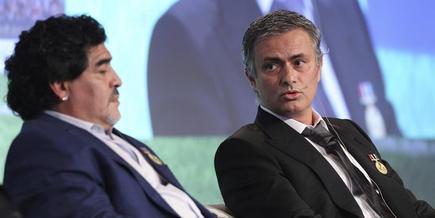 Mourinho y Maradona, durante un seminario en Dubai. | EFE