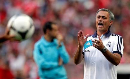 Mourinho se lamenta durante un lance del encuentro. | EFE