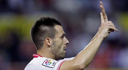 Negredo celebra uno de sus dos goles al Mallorca. | EFE