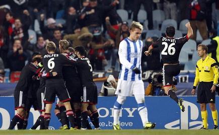 Los jugadores del Leverkusen celebran el gol del triunfo. |  EFE
