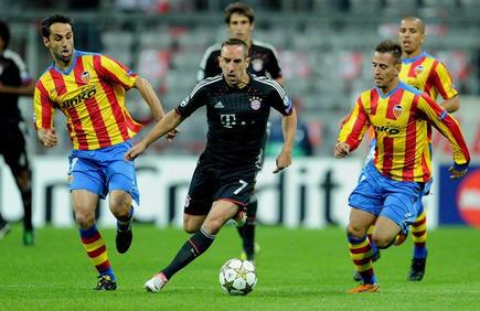 Ribéry controla el balón ante Jonas y Joao Pereira. | EFE