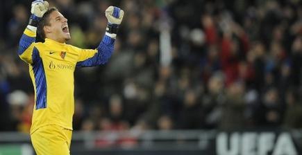Sommer celebra la victoria. | UEFA.com
