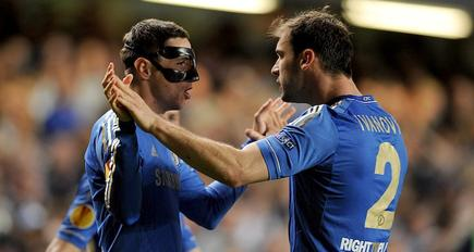 Fernando Torres (i) celebra junto a Ivanovic su gol al Basilea. | Cordon Press