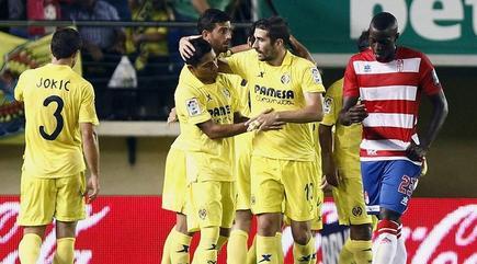 Los jugadores del Villarreal celebran el primer gol al Granada. | EFE