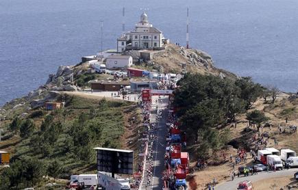 El pelotón de la Vuelta llegó a Finisterre.   EFE