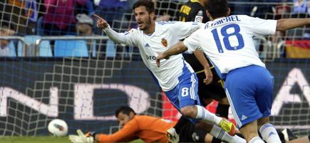Edu Oriol (i) celebra el gol ante el Levante. | EFE