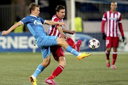 Gabi disputa un balón con Oleg Shatov. | EFE