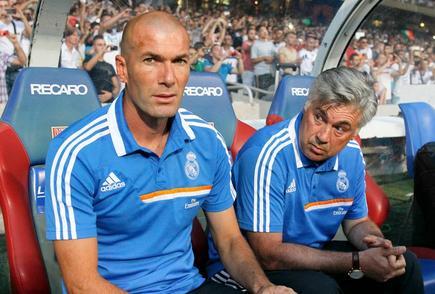 Zinedine Zidane y Carlo Ancelotti son los encargados de dirigir al Real Madrid.   Archivo
