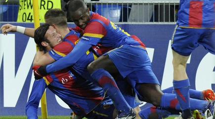 Los jugadores del Basilea celebran la eliminación del United.   EFE