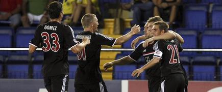 Los jugadores del Bayern se abrazan tras el gol de Kroos. | EFE