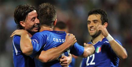 Montolivo, Cassano y Rossi celebran un tanto con Italia. | EFE