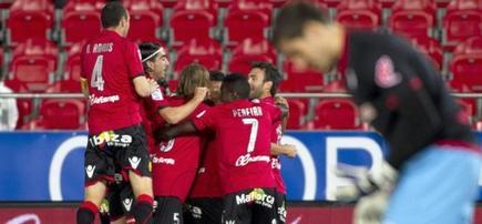 Los jugadores del Mallorca celebran el primer tanto del encuentro. | EFE