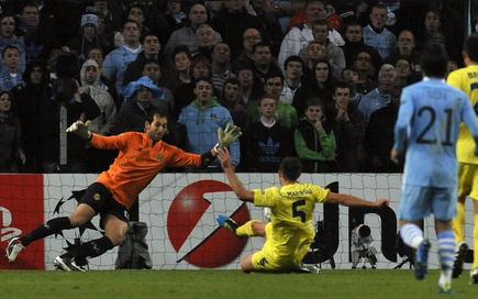 Marchena anota el tanto del empate para el City. | EFE