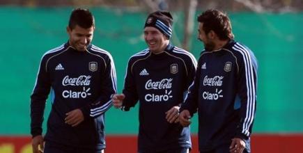 Agüero y Messi, juntos durante un entrenamiento de la selección argentina. | EFE