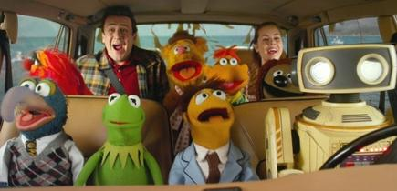 Jason Segel y Amy Adams en Los Muppets, ya en cines