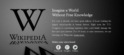 """Imagen en negro de la versión en inglés de wikipedia, en la que se dice: """"Imagina un mundo sin conocimiento libre"""""""