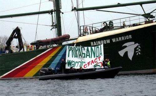 Donde las dan, las toman Propaganda-warrior-greenpeace-cfact-161209