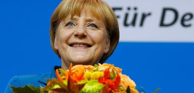 Ángela Merkel se dirige a sus seguidores, tras conocer los sondeos que le daban la victoria. | Cordon Press