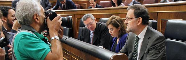 Rajoy, con Sáenz de Santamaría y Gallardón, este miércoles en el Congreso | D. Crespo