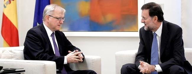 El comisario de Asuntos Económicos, Olli Rehn, junto a Rajoy | Archivo