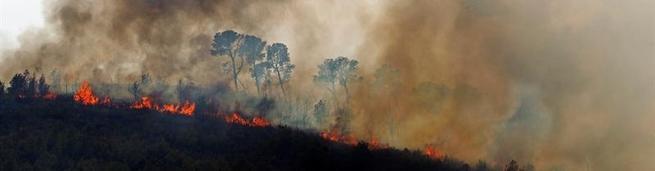 Helicóptero en la extinción del incendio | EFE