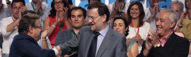 Rajoy saluda a Zoido, en presencia de Arenas | Tarek