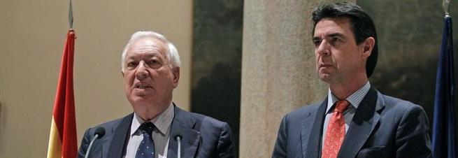 José Manuel García-Margallo y José Manuel Soria, este lunes por la noche. | EFE