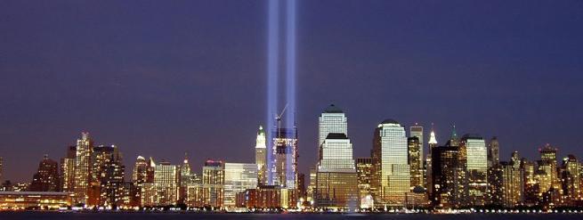 Dos haces de luz recrean las dos torres que cayeron el 11-S. | Derek Jensen
