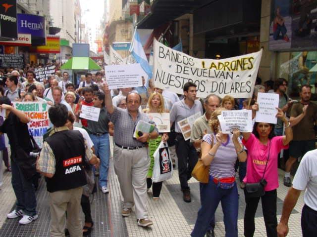 Cacerolazo en Argentina tras la quiebra de 2002