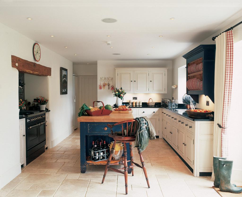 Las mejores ideas para decorar tu cocina chic for Decorar salon cocina