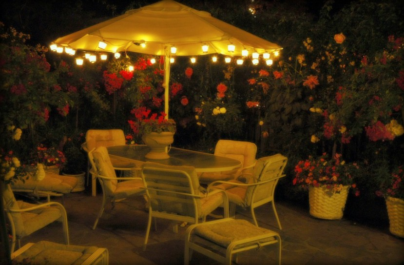 Ideas para decorar tu patio chic for Iluminacion para jardines energia solar