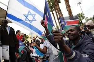 Sursudaneses festejando la independencia de su país en Tel Aviv.