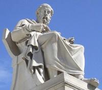 Estatua de Sócrates en Atenas,