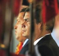 Rafael Correa, junto a Hugo Chávez (archivo).