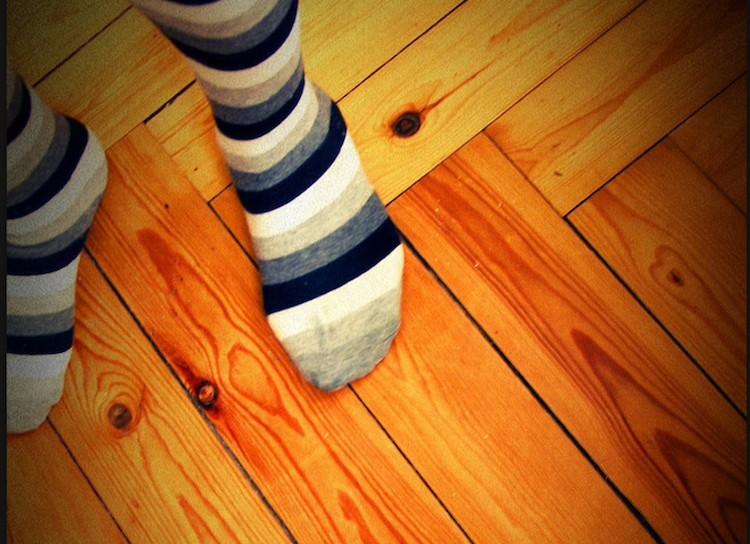 Pros y contras de poner parquet en tu casa chic - Como reparar un piso de parquet levantado ...
