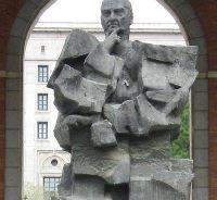 Estatua de Largo Caballero en los Nuevos Ministerios (Madrid).