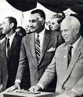Gamal Abdel Nasser, presidente de Egipto cuando la crisis, con Nikita Jruschev.