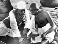 Nehru y Gandhi.