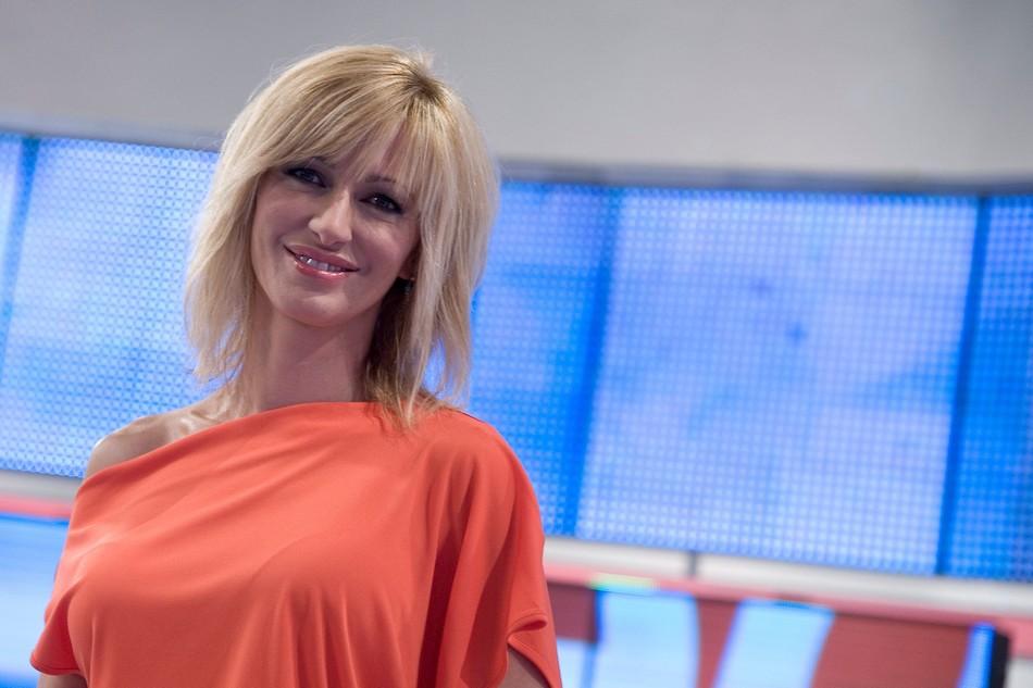 Susanna griso no me he operado los labios chic for Antena 3 espejo publico hoy