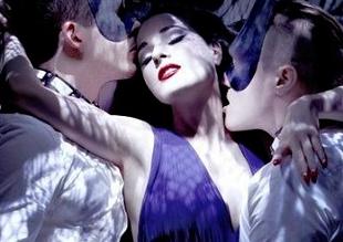 El sexy debut de Dita Von Teese