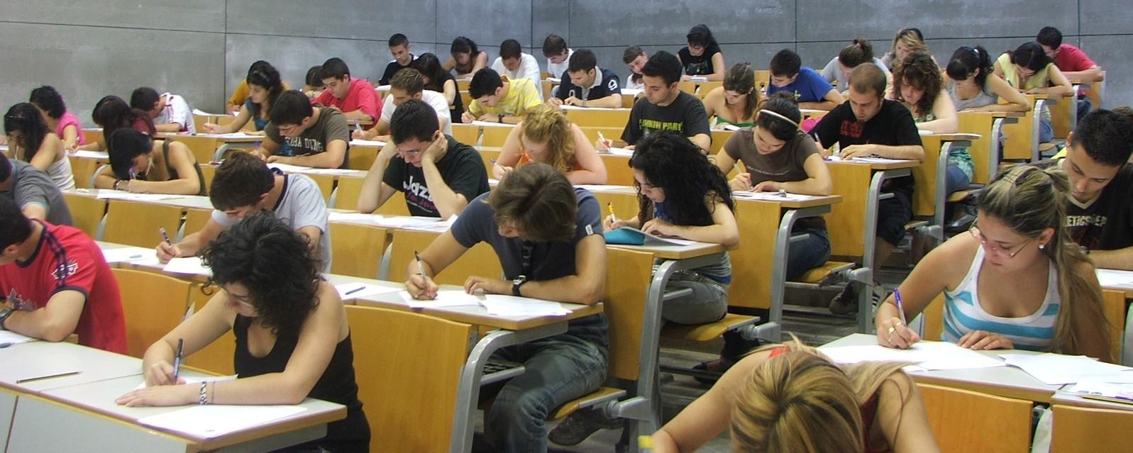 Resultado de imagen de alumnos haciendo examen