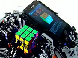 Una máquina gana al hombre en Rubik