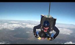 100º cumpleaños en paracaídas